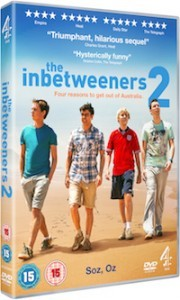 Inbetweeners2_DVD 3D_holding